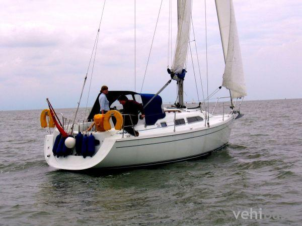 Do you have more pictures for this sailboat Hunter Channel 31 ? or you may ...