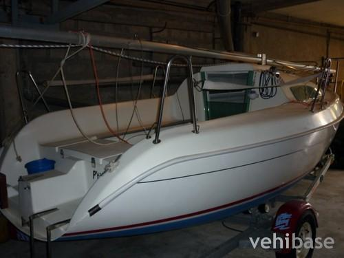Do you have more pictures for this sailboat Jeanneau Sun Fast 17 ? or you ...