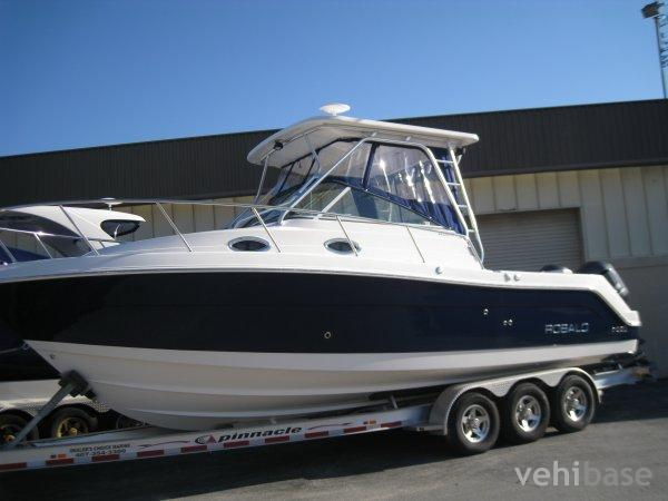 Do you have more pictures for this boat Robalo R305 ? or you may have a ...